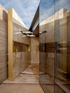 Concrete and rammed earth: Desert Courtyard House