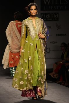 New Delhi: Wills Lifestyle India Fashion Week Autumn-Winter'14 - Vineet Bahl