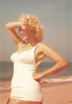 Marilyn Monroe - real women have curves.