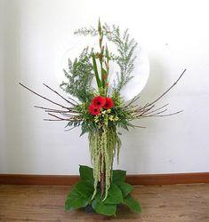 Ikebana Flower Arrangement, Church Flower Arrangements, Funeral Arrangements, Church Flowers, Candle Centerpieces, Little Flowers, Kirchen, Flower Crafts, Flower Designs