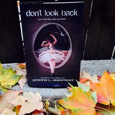 Don't look back #JenniferLArmentrout #Bookish