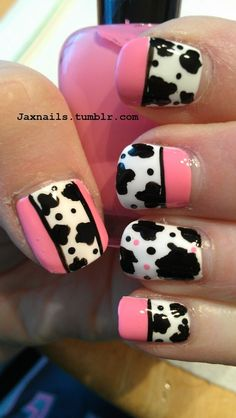 Cow print nail art with pink details Creative Nail Designs, Cute Nail Designs, Creative Nails, Animal Nail Designs, Animal Nail Art, Halloween Nail Designs, Halloween Nails, Gothic Nails, Cow Nails
