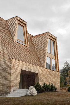 Minimalist Architecture, Modern Architecture House, Facade Architecture, Amazing Architecture, Japanese Architecture, Roof Design, Facade Design, Wooden Facade, Construction Design