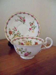 Vintage Aynsley english bone china teacup and saucer set - ca. Tea Cup Set, My Cup Of Tea, Cup And Saucer Set, Tea Cup Saucer, Vintage Cups, Vintage Tea, Tea Service, Chocolate Pots, Tea Time