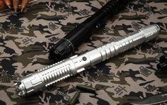 Ceci est l'un de nos pointeurs laser vert très puissants, avec la haute puissance et haute qualité.