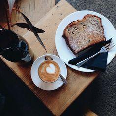 Dailycortado and banana bread // The Coffee Gang Köln