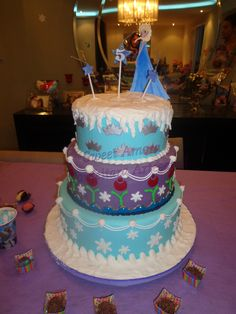 Bolo Frozen Bolo Frozen, Sweet Tooth, Cake, Desserts, Food, Pie Cake, Meal, Cakes, Deserts