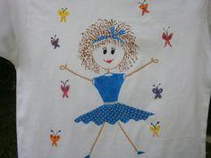 Camiseta muñeca palitos II. 12€. Si quieres cambiar algún detalle o añadir detalles nuevos, escríbenos a nohay2iguales@nohay2iguales.com y lo vemos.