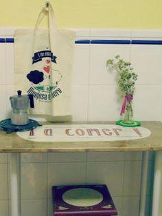 Casa Rural Los mundos de Yolanda: D.I.Y. Reinventa: Una mesa con mensaje.
