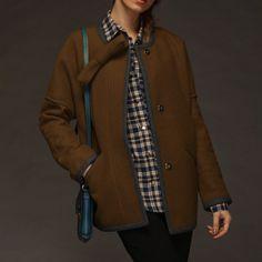 La nouvelle laine de manteau de Mme