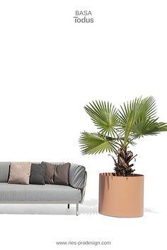 Gartenmöbel zum Chillen - wähle Deine Favoriten Lounge Möbel für Deinen Garten.   Bevorzugst Du gebürstete Gartenmöbel Edelstahl oder bunte, pulverbeschichtete Einrichtung Terrasse. Du hast die Wahl zwischen Einzelmöbeln und Outdoor Sofa modular. Erstinformation und Beratung unter  43 699 15990977.  Gartenmöbel Edelstahl produziert in Europa aus europäischen Komponenten.  Wir liefern direkt zu Dir nachhause.  #gartenmoebel, #polstermoebelgarten, #riesprodesign Outdoor Sofa, Outdoor Furniture, Outdoor Decor, Lounge Design, Modular Sofa, Home Decor, Europe, Garden Furniture Design, Patio Tables