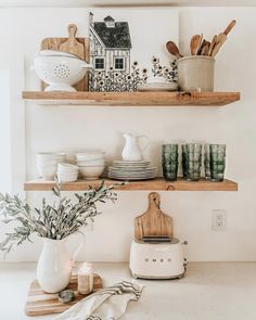 open shelf in the kitchen floating shelves in the kitchen neutral kitchen equipment inspiration Kitchen Shelf Inspiration, Home Decor Inspiration, Decor Ideas, Neutral Kitchen Inspiration, Decorating Ideas, Design Inspiration, Floating Shelves Kitchen, Kitchen Shelves, Open Shelves