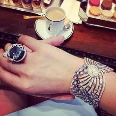 Elegant in Cartier #Repost from @wendyuuuu #jewelleryporn #jewelgram #JewelGasm #jewelleryaddict #mrsortonsinstaglam