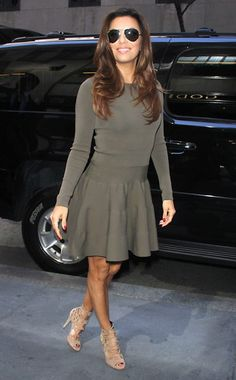 """The drop-dead-gorgeous Eva Longoria arrived at """"The Dr. Oz Show"""" rocking oversized, teardrop aviators, with an army green dress! What a great combo!"""