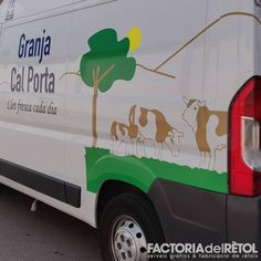 #granjacalporta #vinil #impressiodigital #retolacio #wrapping #lovewrapping #manresa #factoriadelretol #wearefactoria Love W, Wraps, Instagram, Coats, Rap, Body Wraps