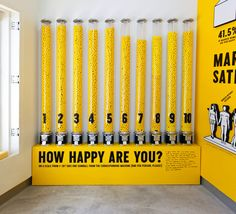 Otro ejemplo de cifras a grsn escala. The Happy Show by Jessica Walsh, via Behance