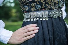 Vestfoldbunad Tranum Røer m/sølv, skjorte, veske og underskjørt | FINN.no Bridal Crown, Wedding Jewelry, Sequin Skirt, Spaces, Fashion, Hipster Stuff, Moda, La Mode, Fasion