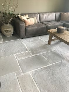 www rawstones nl Hallway Flooring, Kitchen Flooring, Terrace Design, Garden Design, Castle Stones, Terrace Floor, Casa Patio, Limestone Flooring, Baby Decor