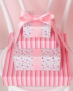 🌟Tante S!fr@ loves this📌🌟In the pink with polka dots and stripes Baby Gift Wrapping, Baby Shower Wrapping, Elegant Gift Wrapping, Creative Gift Wrapping, Wrapping Ideas, Regalo Baby Shower, Baby Shower Gifts, Craft Gifts, Diy Gifts
