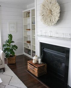 Hello.   I'm so excited to start this Fall season off with a Blogger Styling Home Tour hosted by the always lovely and talented Lindsay fro...
