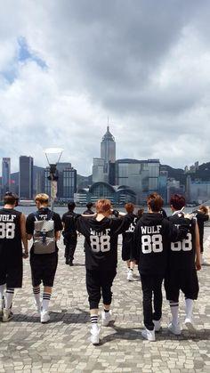 Exo- a great wallpaper for your phone. Chanyeol Baekhyun, Park Chanyeol, Exo Chanbaek, 2ne1, Btob, Kai, Exo Showtime, Rapper, Exo 12