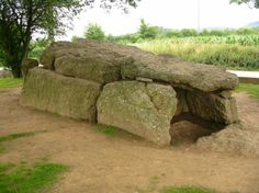 This looks like it's not too far from Aachen, like the Poulnabronne dolmen, there seems to be a megalithic park in the town of Weris, Belgium.