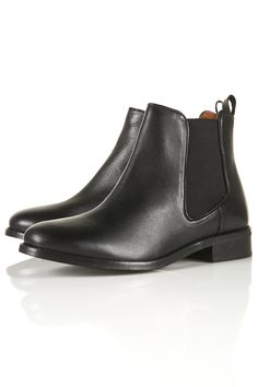 I'm not sure if anyone knows this, bit in OBSESSED with Chelsea boots.