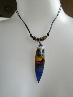 Collier dent de requin-perle marron/noir-planche de surf bois-dauphin-surfer-île