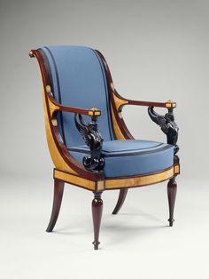 JACOB Frères   Salon de Madame Récamier : guéridon, chaise longue, paire de bergères, paire de fauteuils, paire de chaises, tabouret  Vers 1798  Paris Placage de citronnier et d'amarante H. : 0,74 m. ; D. : 0,75 m.