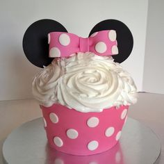 Minnie Mouse Smash Cake www.facebook.com/pinkteaspoon