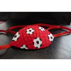 It is available a new concave eye patch lined with balls fabric. Please, visit http://unparcheparaunojo.com/index.php?id_product=59&controller=product&id_lang=1