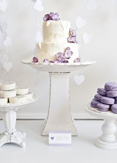 elegant, and it's supposed to be easy to make!  Rustic Cake with Purple Flowers