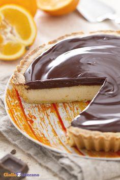 La torta di semolino al #cioccolato (#chocolate semolina tart) è una crostata di origine #toscana con un ripieno di #semolino e ricotta, profumata alla scorza d'arancia e ricoperta da una golosa ganache. #ricetta #GialloZafferano #italianfood #italianrecipe