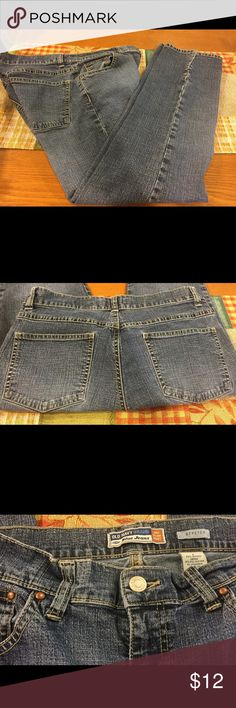 Old Navy Jeans Excellent condition Old Navy Jeans. Gently worn until my daughter out grew them but in excellent condition. Stretch jeans Old Navy Jeans Straight Leg
