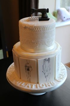 Cake for a newly graduate in Fashion Pretty Cakes, Beautiful Cakes, Amazing Cakes, Cupcakes, Cupcake Cakes, 19th Birthday Cakes, Knitting Cake, Mode Pastel, Sewing Cake