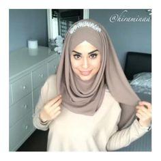 Video Hijab, Hijab Style Tutorial, Stylish Hijab, Muslim Dress, Fashion 2020, Hijab Fashion, Hair Care, Hair Makeup, Elegant
