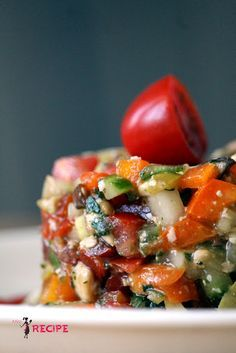 Tartar de verduras con papas fritas dulces - Miss-Recipe. Raw Food Recipes, Appetizer Recipes, Vegetarian Recipes, Cooking Recipes, Healthy Recipes, Salty Foods, Tapas, Antipasto, Food Inspiration