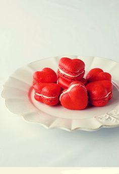 mochacafe: heart shaped macarons
