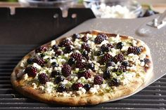 Grilling has become the new way to serve everyone's favorite, pizza. This version with sweet blackberries, tart goat cheese, and zesty mint can be served either as an appetizer or main course. Use our recipe for quick pizza dough or buy from your local pizzeria or grocery store. Pizza Recipes, Veggie Recipes, Quick Pizza, Grilled Fruit, Grilled Pizza, Bacon On The Grill, Tasty, Yummy Food, Fun Food