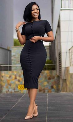 Serwaa Amihere is known for wearing classic dresses on set which inspire many young ladies. From corporate wear, casual wear, African prints and more. Stylish Work Outfits, 30 Outfits, Classy Outfits, Chic Outfits, Fashionable Outfits, Pretty Outfits, Fashion Outfits, Dress Outfits, African Wear Dresses