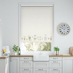 Tea Green Roller Blinds Beautifully Crafted & Made to Measure Valencia, Cottage Dining Rooms, Living Room, Kitchen Blinds, Shades Blinds, Blinds For Windows, Country Kitchen, New Homes, Rolo
