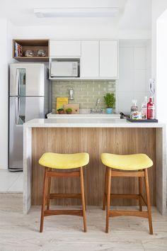 Apartamento pequeno ganha reforma rápida e decoração colorida
