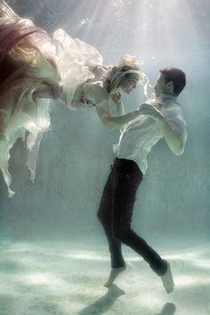 Under the water Underwater Art, Underwater Photography, Couple Photography, Art Photography, Wedding Photography, Artistic Photography, Underwater Model, Underwater Photoshoot, Underwater Pictures