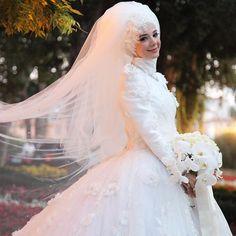 Bu haftanın #tbt si 2 yil oncesinden olsun  ☺️ #esraseziskigili #bridal #tbt #weddingdress