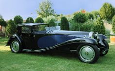 Bugatti Type 41 'Bugatti Royale' 'Coupé Napoleon' châssis n° with a Packard body. After a crash by Ettore Bugatti, Carrosseries C. Weymann, Paris constructed a timber framework covered with leather, to reduced body noise and weight. Bugatti Royale, Bugatti Cars, Lamborghini, Bugatti Models, Retro Cars, Vintage Cars, Vintage Style, Rolls Royce, Lanz Bulldog