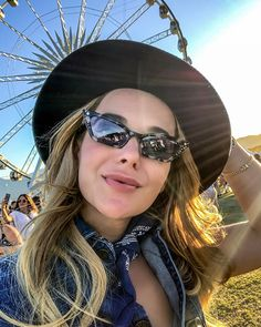 A stylish pair of Gigi Hadid x shades and a big smile are the perfect combination to turn heads at festivals. Women's Sunglasses, Mirrored Sunglasses, Dope Fashion, Gigi Hadid, Festival Fashion, Coachella, Festivals, Pairs, Shades