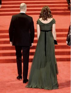 MiddletonMaven.com (@MiddletonMaven) on Twitter: BAFTAs 2018, February 18, 2018-Duke and Duchess of Cambridge with a back view of the Duchess' gown and black ribbon