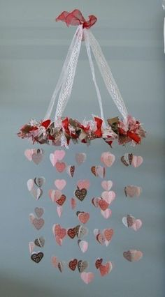 I'm using this valentine craft as inspiration for a baby mobile. Saint Valentine, Valentines Day Hearts, Valentine Day Love, Valentine Day Crafts, Holiday Crafts, Thanksgiving Holiday, Christmas Holiday, Decoration St Valentin, Handmade Valentine Gifts