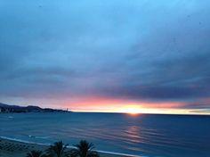 Me enamoré de ti porque vi en tus ojos la luz para salir de mi oscuridad. La #RevolucióndelAmor buenos días Pimpis. Fotografía de Jesús Segado Costura. #Malaga