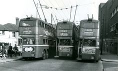 Finchley Trolleybus terminus in the London Transport, Public Transport, Underground Lines, Old Lorries, London History, Bus Coach, London Bus, Vintage London, Drag Racing